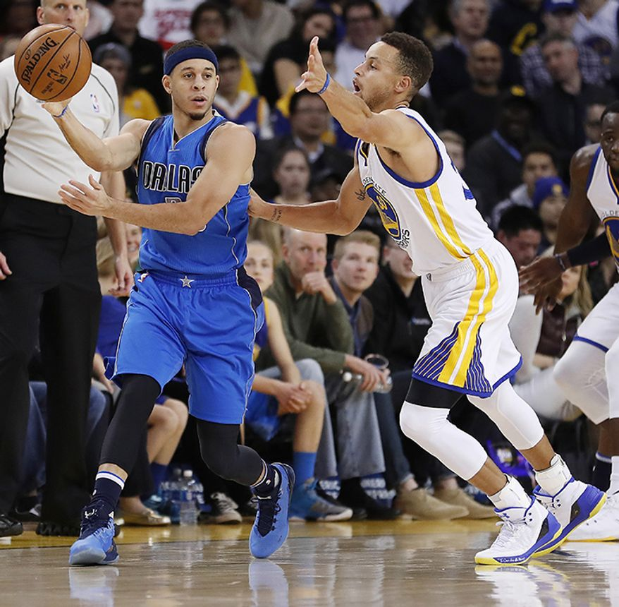Dallas Mavericks guard Seth Curry and Golden State Warriors guard Stephen Curry, (AP Photo)
