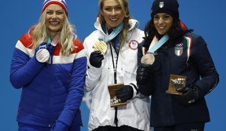 Women's giant slalom medalists from left Norway's Ragnhild Mowinckel, silver, United States' Mikaela Shiffrin, gold, and Italy's Federica Brignone, bronze, pose during their medals ceremony at the 2018 Winter Olympics in Pyeongchang, South Korea, Thursday, Feb. 15, 2018. (AP Photo/Patrick Semansky)