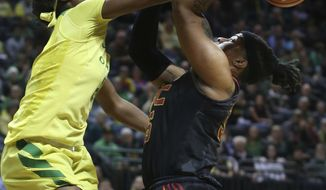 Oregon's Ruthy Hebard, left, blocks a shot by South California's Kristen Simon during the first half of an NCAA college basketball game Friday, Feb. 16, 2018, in Eugene, Ore. (Chris Pietsch/The Register-Guard via AP)
