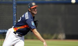 Houston Astros pitcher Justin Verlander throws live batting practice during spring training baseball practice Monday, Feb. 19, 2018, in West Palm Beach, Fla. (AP Photo/Jeff Roberson)