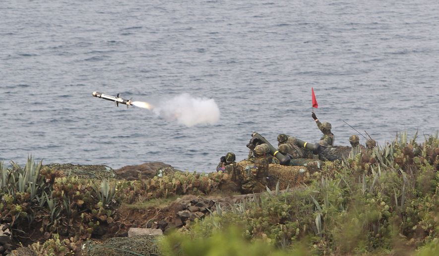 A FGM-148 Javelin missile is launched during Han Kuang military exercises in Penghu county, Taiwan, Wednesday, April 17, 2013. (AP Photo/Chiang Ying-ying) ** FILE **