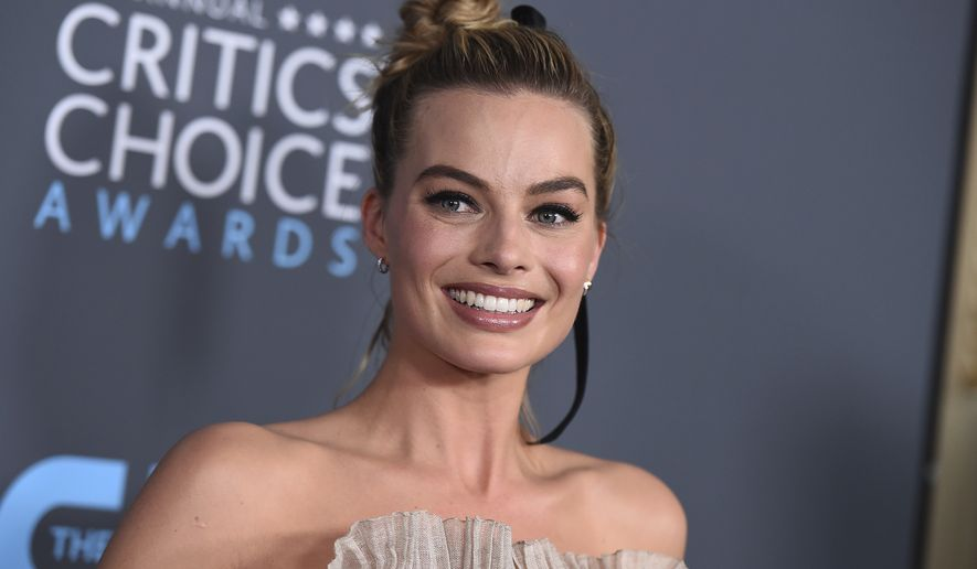 "Margot Robbie, winner of the award for best actress in a comedy for ""I, Tonya"", poses in the press room at the 23rd annual Critics' Choice Awards at the Barker Hangar on Thursday, Jan. 11, 2018, in Santa Monica, Calif. (Photo by Jordan Strauss/Invision/AP)"