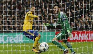 Juventus' Gonzalo Higuain scores his side first goal during the Champions League, round of 16, second-leg soccer match between Juventus and Tottenham Hotspur, at the Wembley Stadium in London, Wednesday, March 7, 2018. (AP Photo/Frank Augstein)