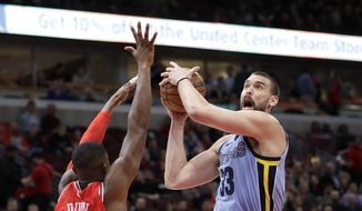 Memphis Grizzlies' Marc Gasol, right,  drives to the basket as Chicago Bulls' Kris Dunn, left, defends during the first half of an NBA basketball game Wednesday, March 7, 2018, in Chicago. (AP Photo/Charles Rex Arbogast) ** FILE **