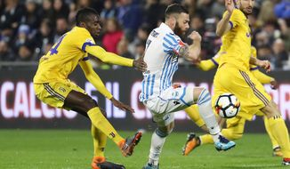 Spal's Mirco Antenucci, center, fights for the ball with Juventus' Blaise Matuidi, left, and Giorgio Chiellini during a Serie A soccer match between Spal and Juventus, at the Paolo Mazza Stadium in Ferrara, northern Italy, Saturday, March 17, 2018. (Elisabetta Baracchi/ANSA via AP)