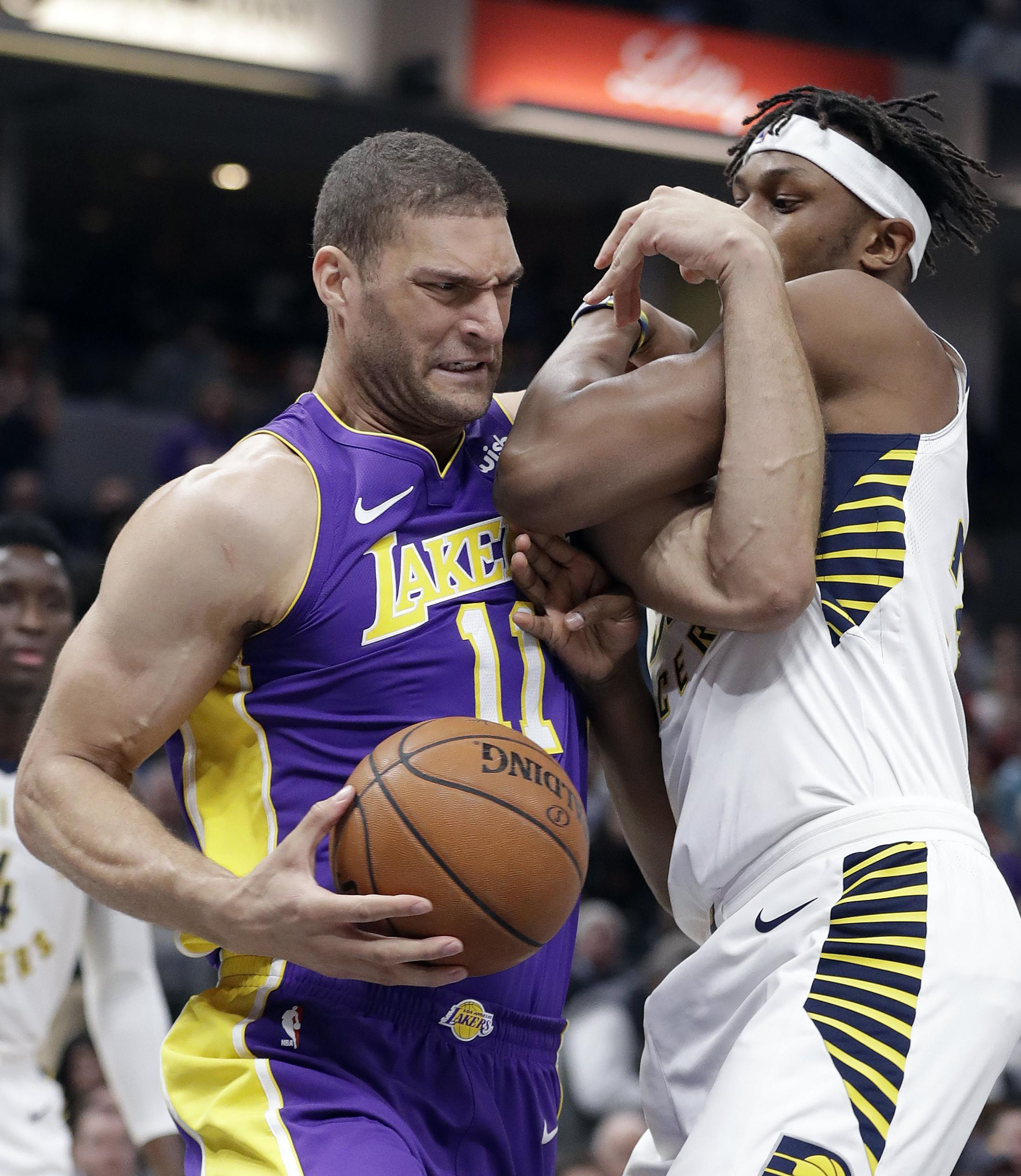 Lakers_pacers_basketball_44524_s3555x4096