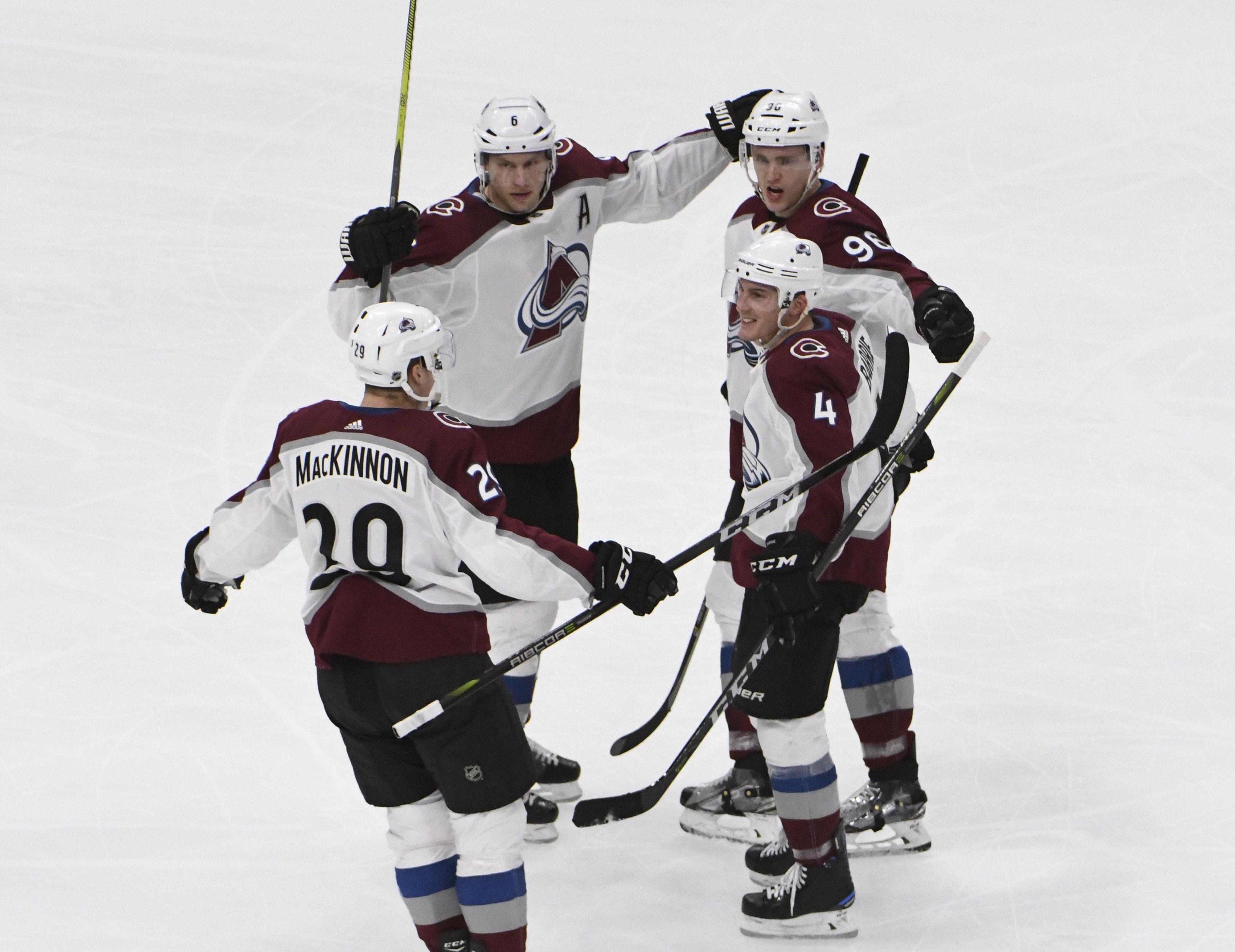Avalanche_blackhawks_hockey_15611_s4096x3157