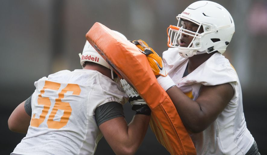 Tennessee's Riley Locklear (56) and Jerome Carvin work on drill during the first day of spring NCAA college football practice, Tuesday, March 20, 2018 in Knoxville, Tenn. (Caitie McMekin/Knoxville News Sentinel via AP)