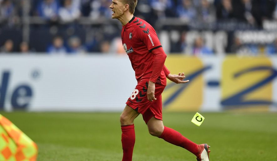 Freiburg's Nils Petersen leaves the pitch after he received the red card during the German Bundesliga soccer match between FC Schalke 04 and SC Freiburg in Gelsenkirchen, Germany, Saturday, March 31, 2018. (AP Photo/Martin Meissner)