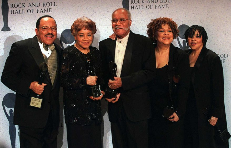 This March 15, 1999, file photo shows the sibling group The Staple Singers, from left, Pervis, Cleotha, Pops, Mavis, and Yvonne at the Rock and Roll Hall of Fame induction ceremony in New York. Yvonne Staples, whose voice and business acumen powered the success of her family's Staples Singers gospel group, has died at age 80. The Chicago funeral home Leak and Sons says that she died Tuesday, April 10, 2018, at home in Chicago. (AP Photo/Albert Ferreira, file)
