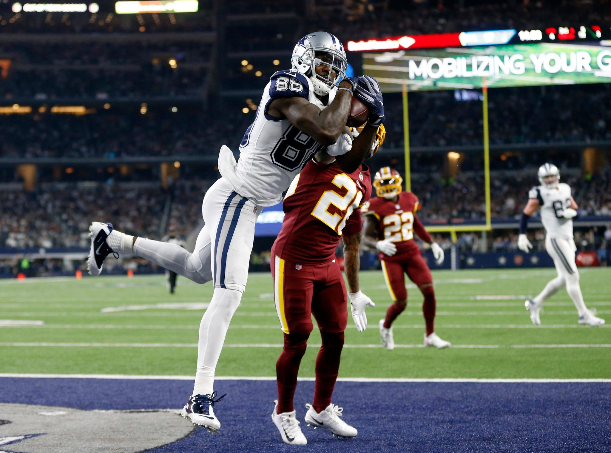 Cowboys_bryant_released_football_49199_s2048x1517