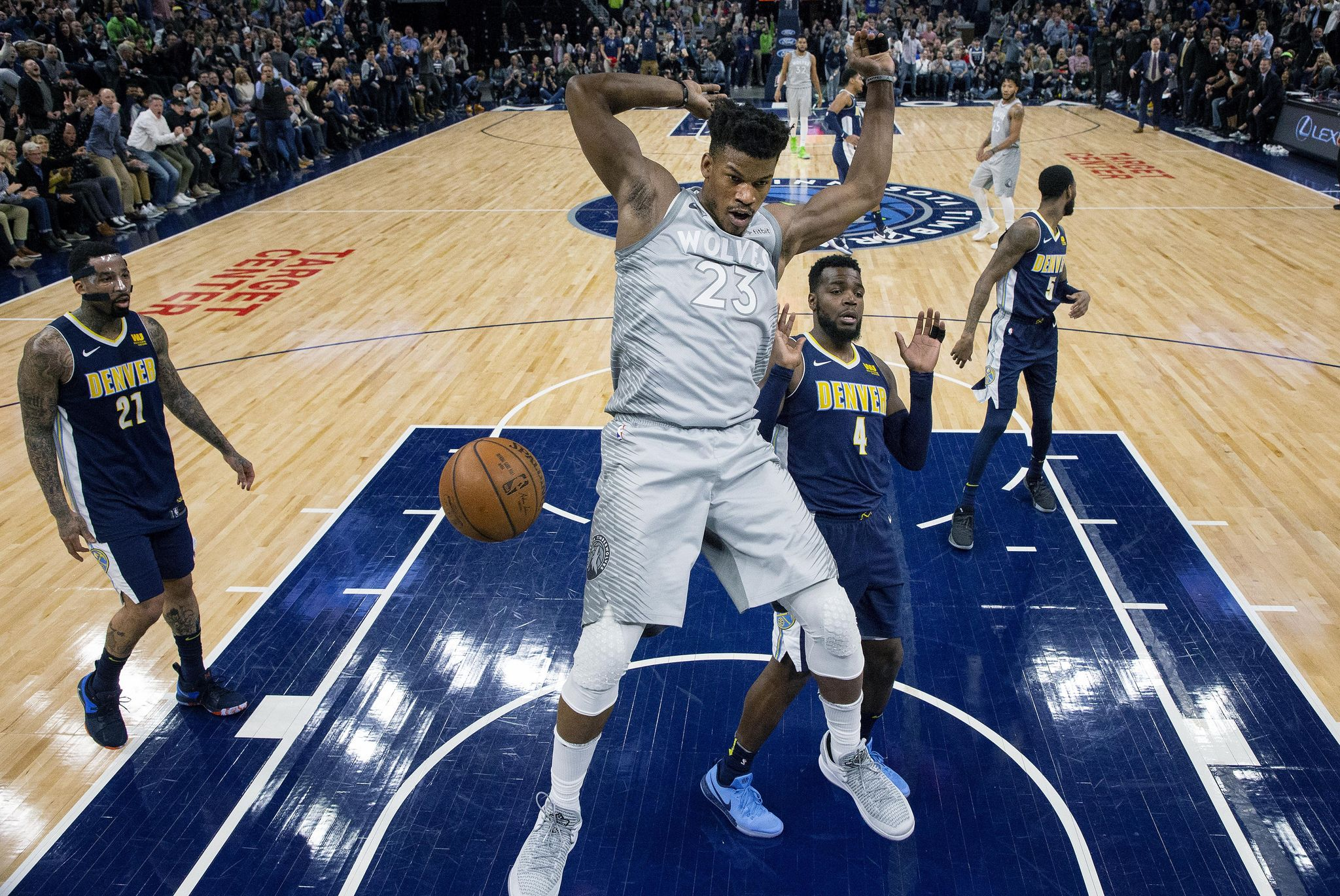 Nuggets_timberwolves_basketball_06504_s2048x1369