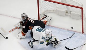 San Jose Sharks center Logan Couture, right, scores past Anaheim Ducks goaltender John Gibson during the first period of Game 2 of an NHL hockey first-round playoff series in Anaheim, Calif., Saturday, April 14, 2018. (AP Photo/Chris Carlson)