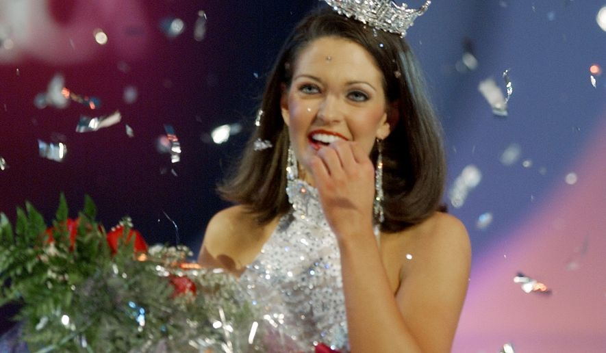 ** SUPERCEDES PREVIOUS CORRECTION, CLARIFIES THAT EVENT IS 2004 COMPETITION, CROWNING THE 2005 MISS AMERICA  ** Miss Alabama Deidre Downs reacts as confetti falls around her after she won the 2004 Miss America Competition in Atlantic City, N.J., Saturday, Sept. 18, 2004. (AP Photo/Daniel Hulshizer)