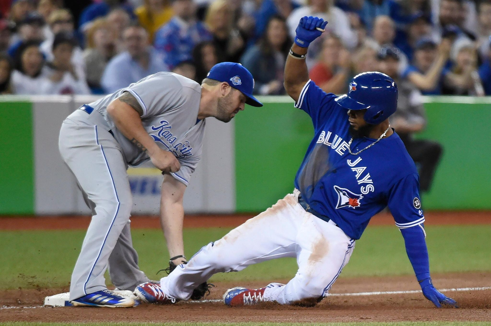 Royals_blue_jays_baseball_80005_s2048x1363