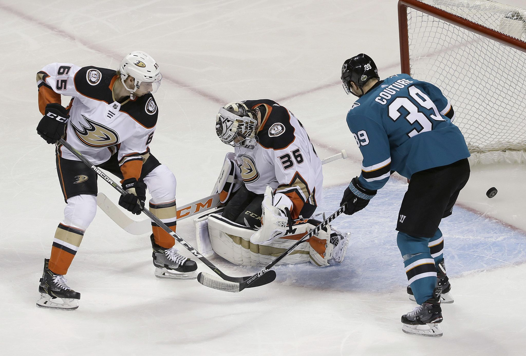 Ducks_sharks_hockey_69174_s2048x1388