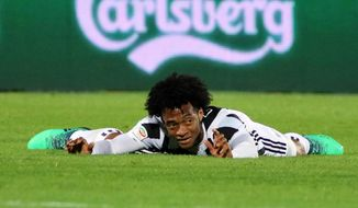 Juventus' Juan Cuadrado reacts during the Serie A soccer match between Crotone and Juventus, at the Ezio Scida stadium in Crotone, Italy, Wednesday, April 18, 2018. 18 (Albano Angilletta/ANSA via AP)