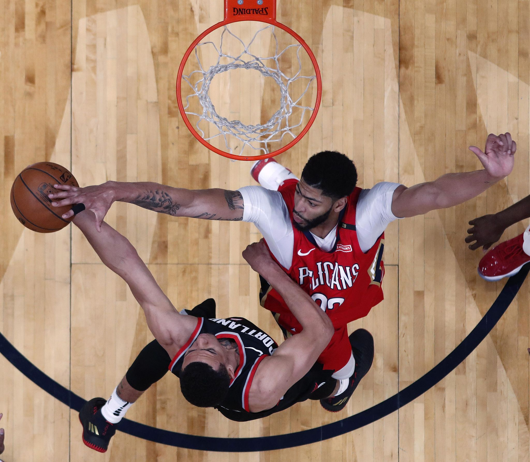 Trail_blazers_pelicans_basketball_41317_s2048x1787