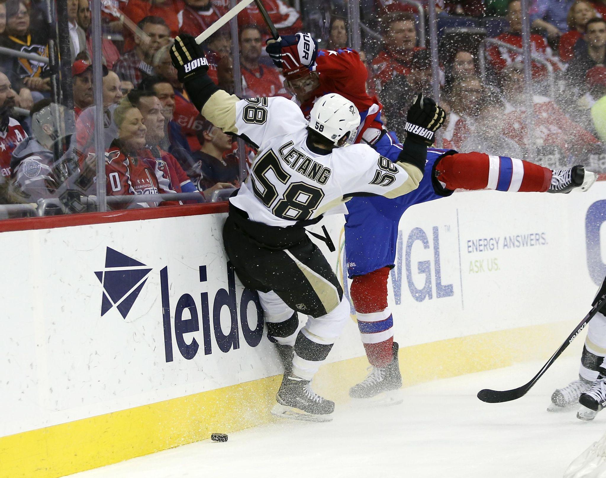 Penguins_capitals_hockey_88950_s2048x1615