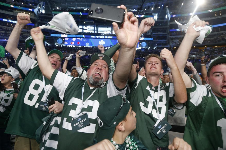 New York Jets fans cheer during the first round of the NFL football draft, Thursday, April 26, 2018, in Arlington, Texas. (AP Photo/Michael Ainsworth)