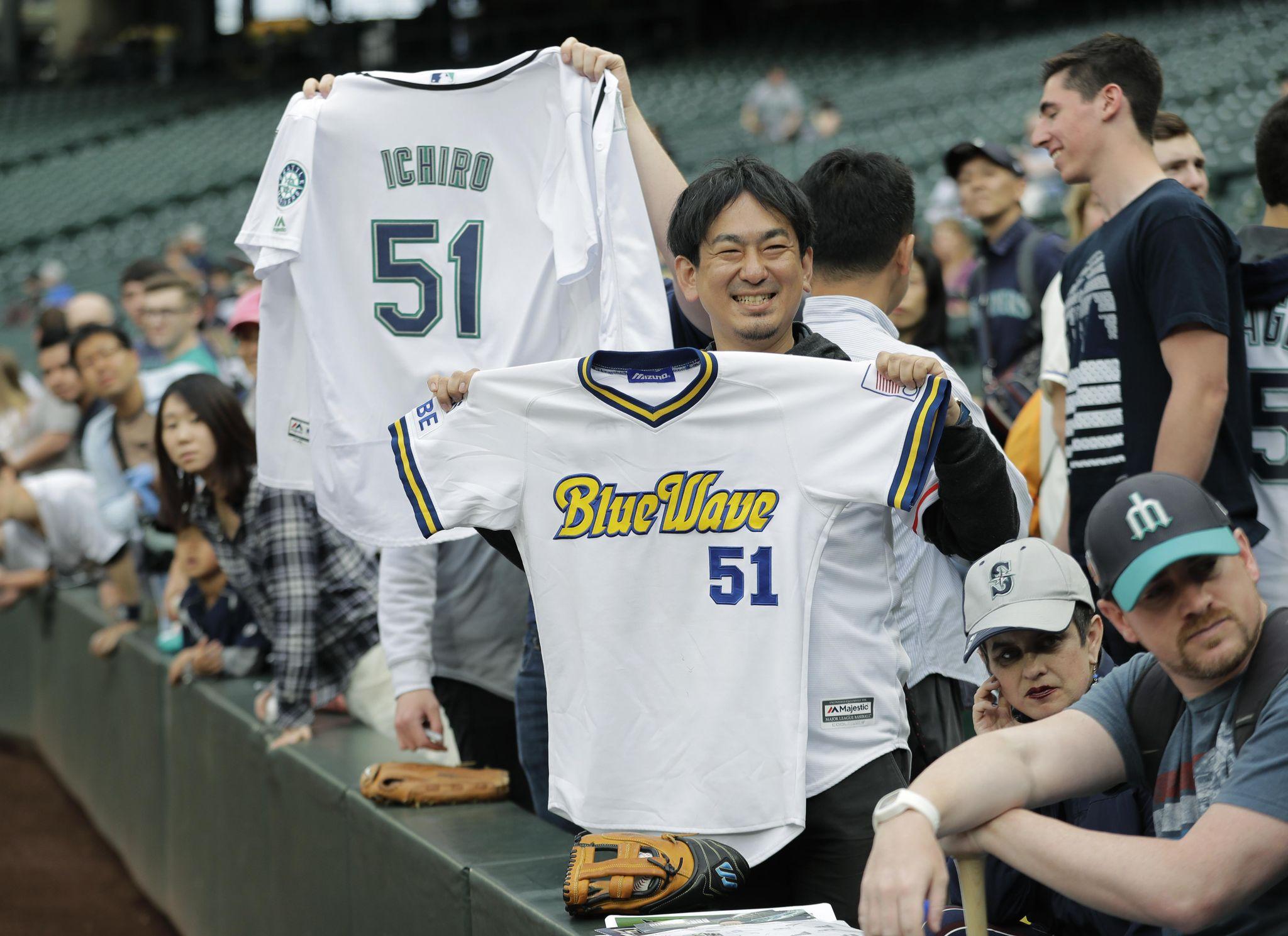 Mariners_suzuki_baseball_35934_s2048x1489