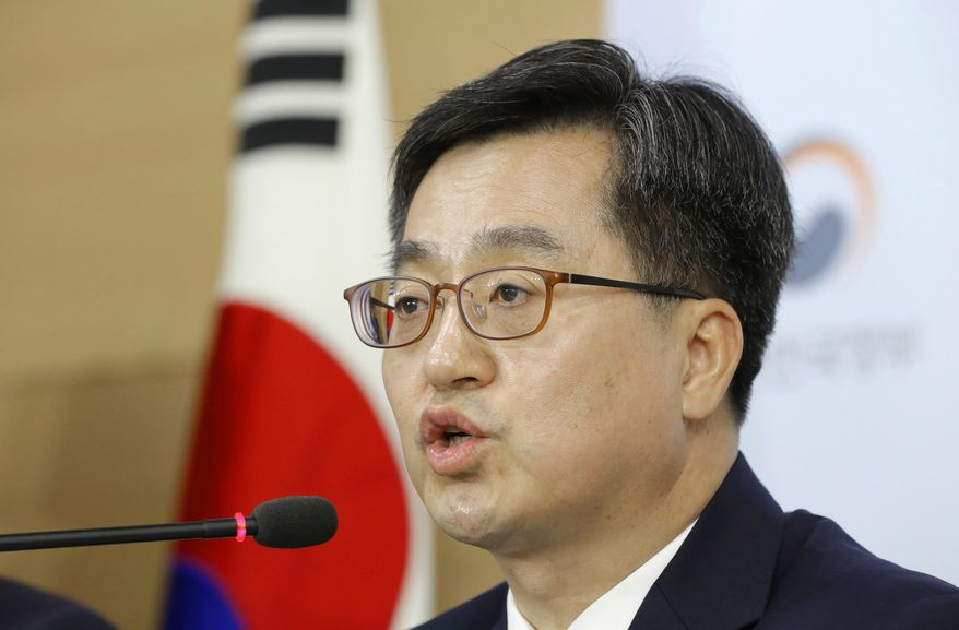 South Korean Finance Minister Kim Dong-yeon speaks to the media during a briefing at the government complex in Seoul, South Korea, Thursday, May 10, 2018. South Korea says it has reached an agreement with General Motors to inject $4.35 billion in fresh funds to keep the loss-making Korean unit afloat. (AP Photo/Lee Jin-man)