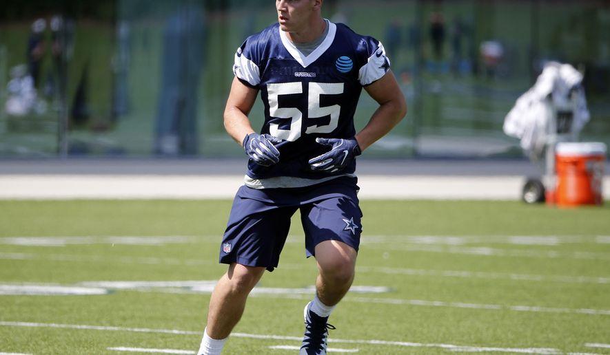 be983334 Dallas Cowboys linebacker Leighton Vander Esch (55) goes through drills  during the team&#