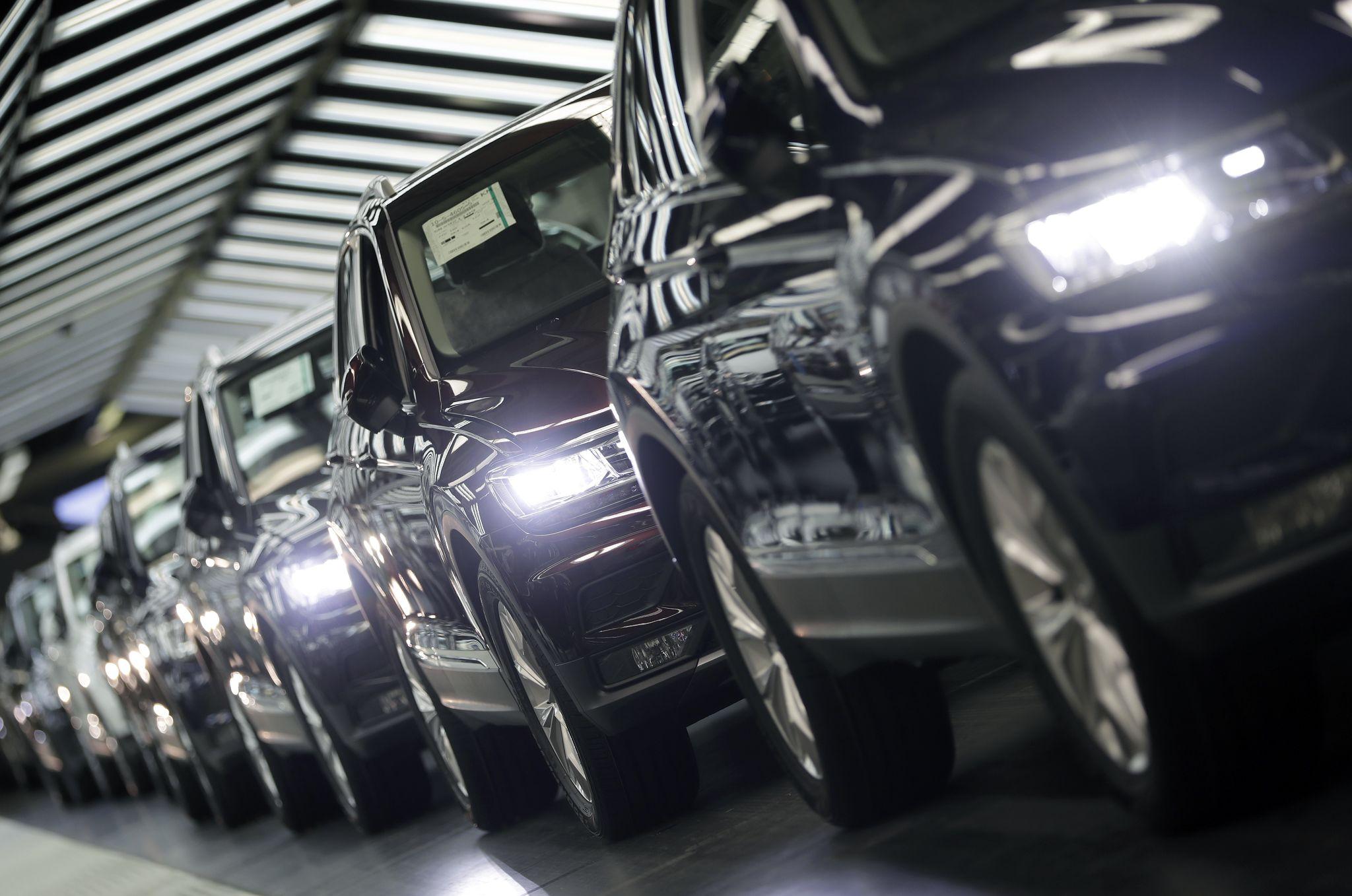 EU warns Trump against auto tariffs, says retaliation would be 'swift'