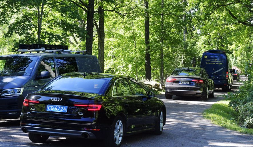 """A small convoy of cars, one with representatives of the Russian embassy, arrive at the Finnish government's K'nigstedt Manor in Helsinki, Finland, Friday, June 8, 2018.  The Finnish Defense Forces says a top U.S. military chief will meet his Russian counterpart in Helsinki to discuss """"current issues between the countries."""" (Vesa Moilanen/Lehtikuva via AP)"""