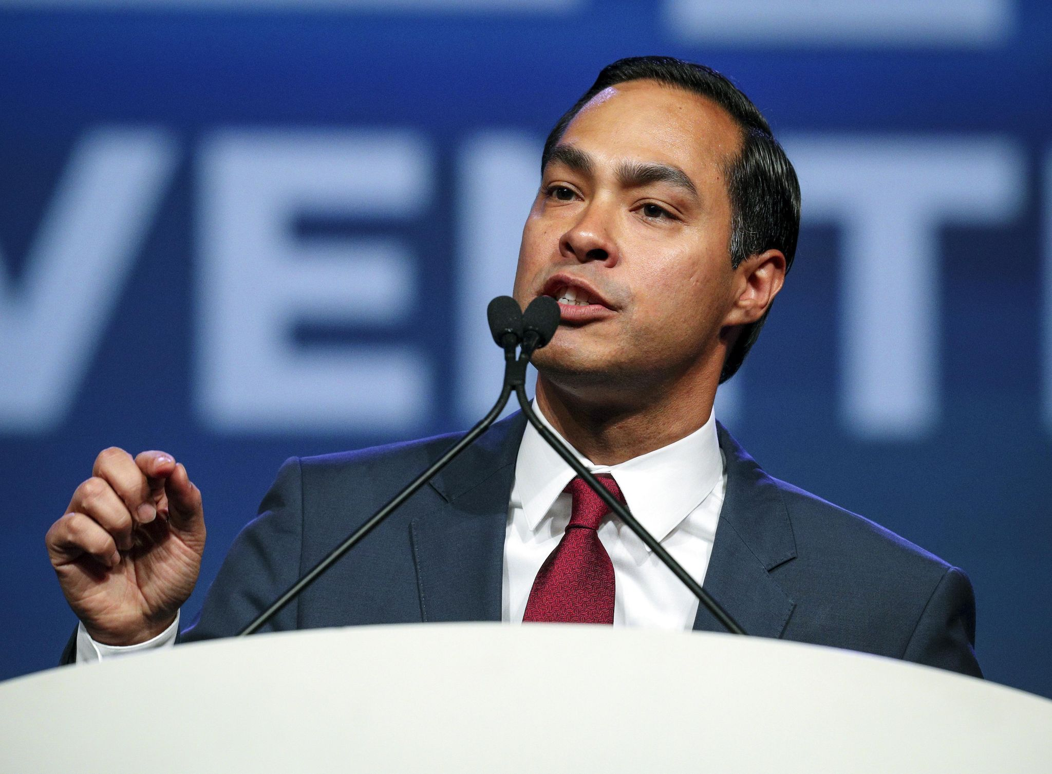 Former Obama Cabinet member Julian Castro 'likely' to run in 2020