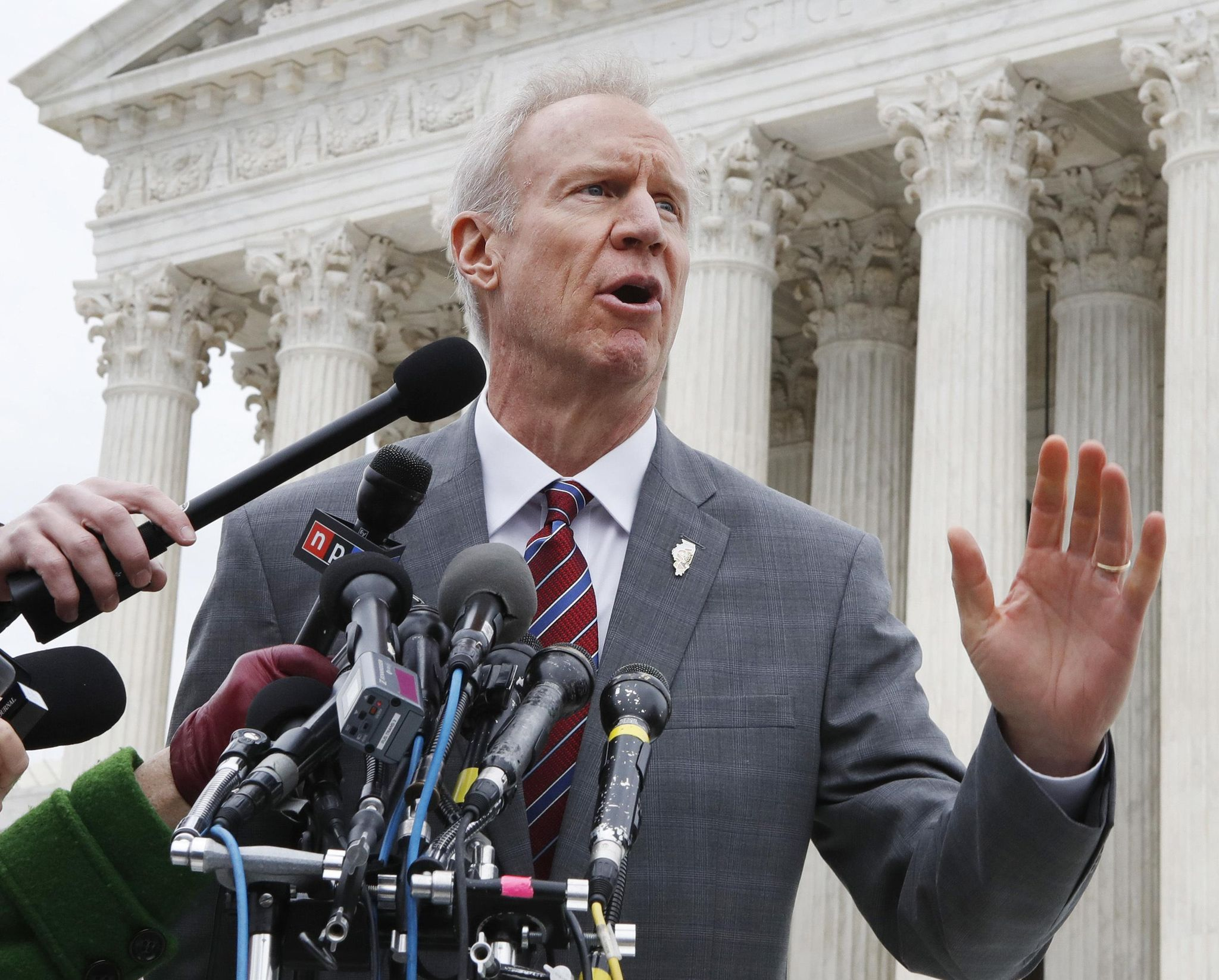 photo image AP FACT CHECK: No proof Rauner profits off family separation
