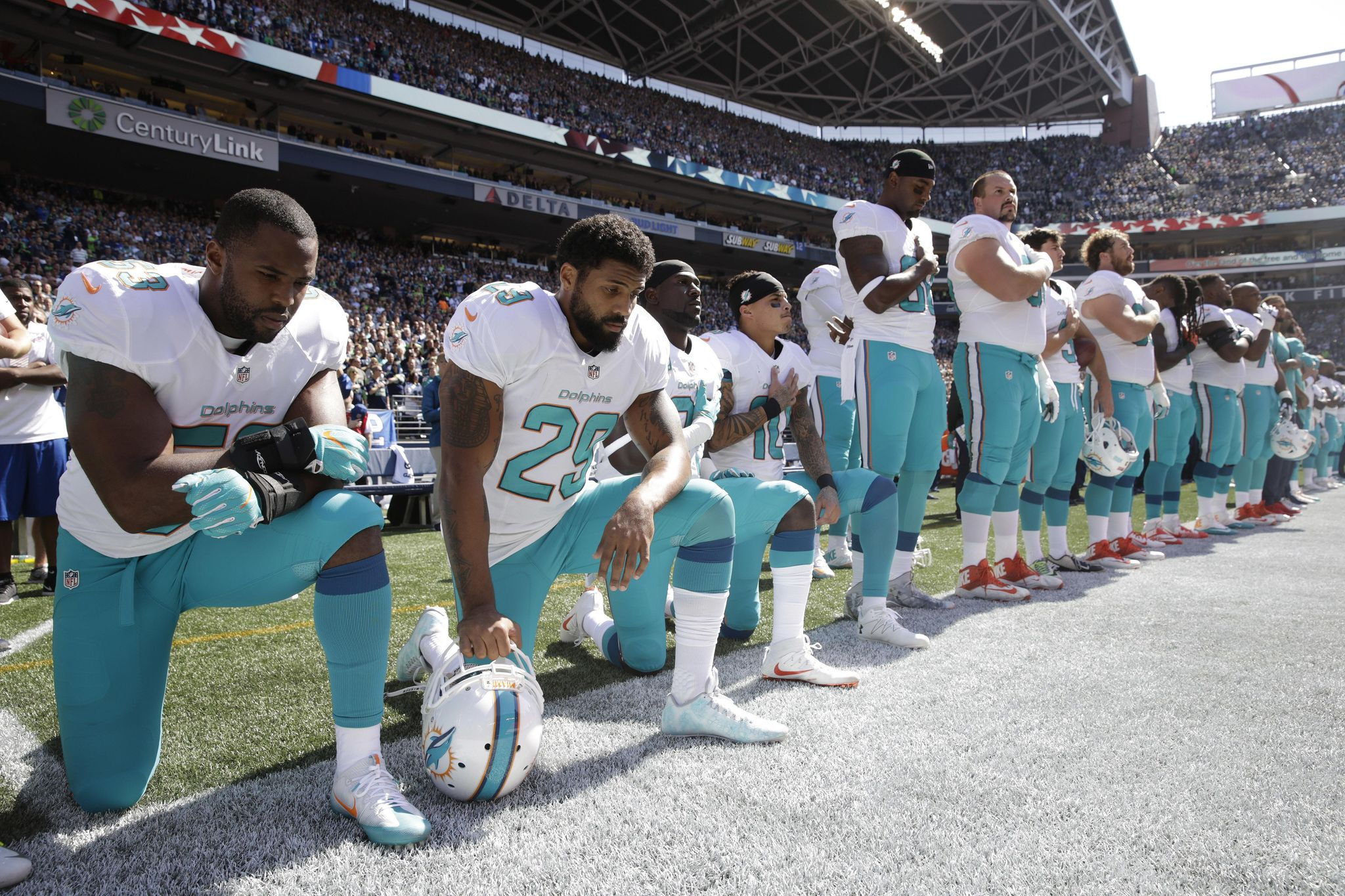 Anthem_policy-dolphins_football_62984_s2048x1365