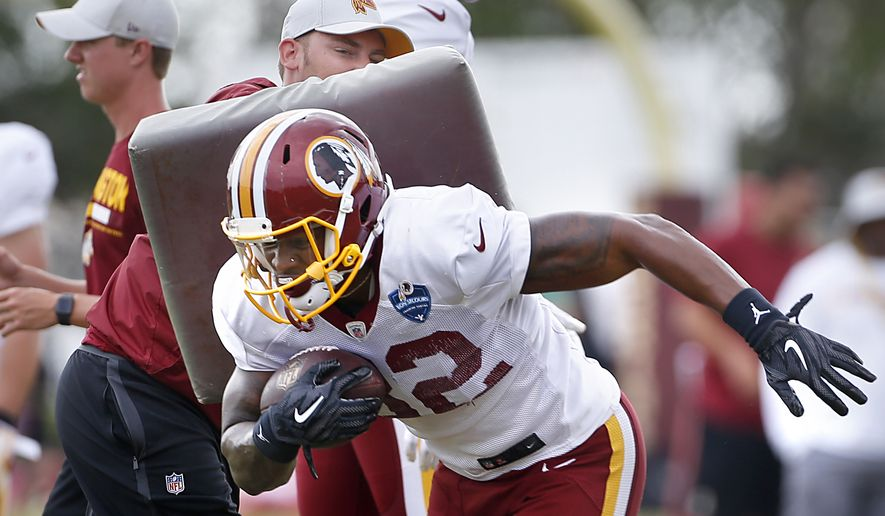Washington Redskins running back Samaje Perine carries the ball during practice at the Redskins NFL football training camp in Richmond, Va., Sunday, July 29, 2018.  (Alexa Welch Edlund/Richmond Times-Dispatch via AP)