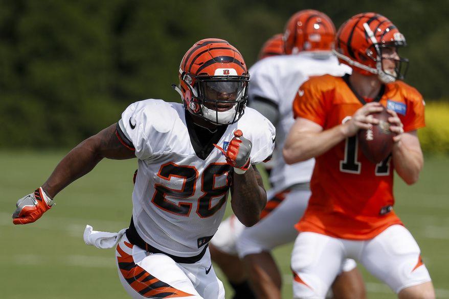 Cincinnati Bengals running back Joe Mixon (28) runs a play during NFL football practice, Wednesday, Aug. 1, 2018, in Cincinnati. (AP Photo/John Minchillo)