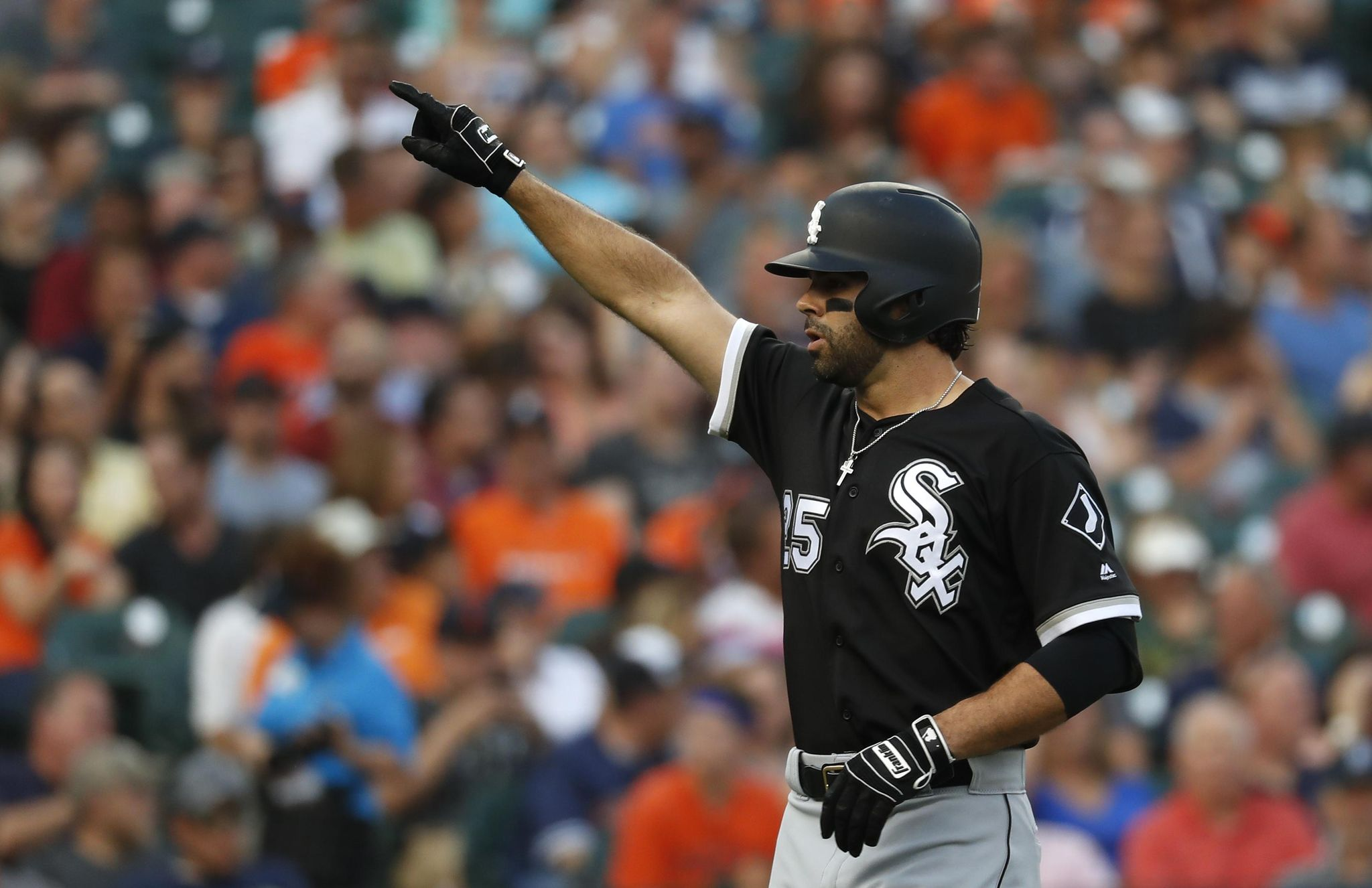 White_sox_tigers_baseball_49410_s2048x1326