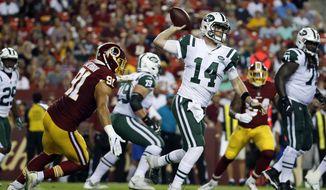 New York Jets quarterback Sam Darnold (14) throws under pressure from Washington Redskins linebacker Ryan Kerrigan, left, during the first half of a preseason NFL football game Thursday, Aug. 16, 2018, in Landover, Md. (AP Photo/Alex Brandon)