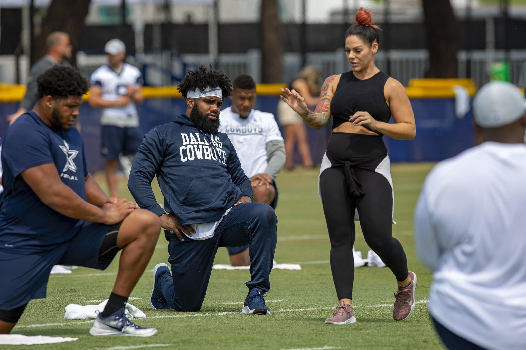 Yoga_in_the_nfl_football_87684_s2048x1365