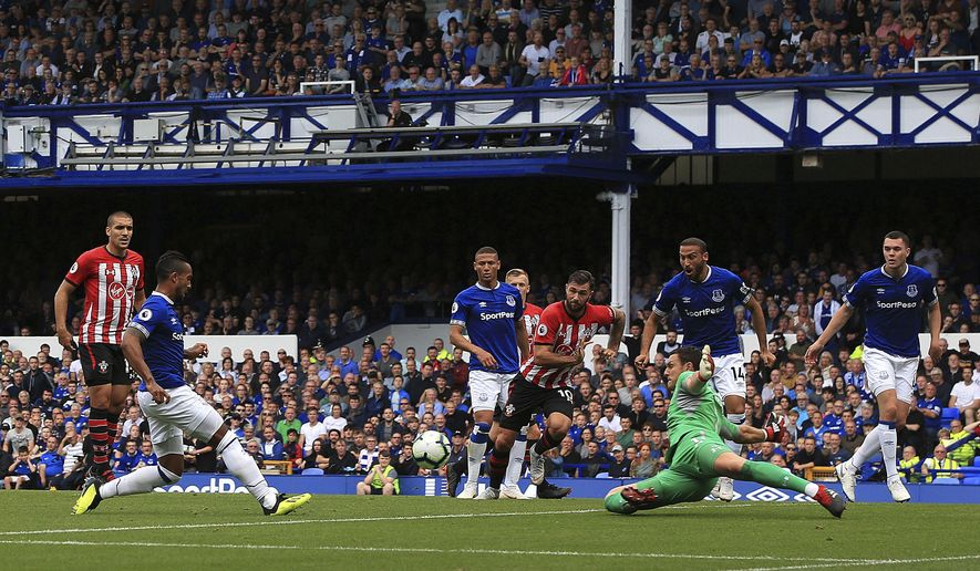 Everton's Theo Walcott, 2nd left, scores his side's first goal of the game against Southampton during their English Premier League soccer match at Goodison Park in Liverpool, Saturday Aug. 18, 2018. (Peter Byrne/PA via AP)