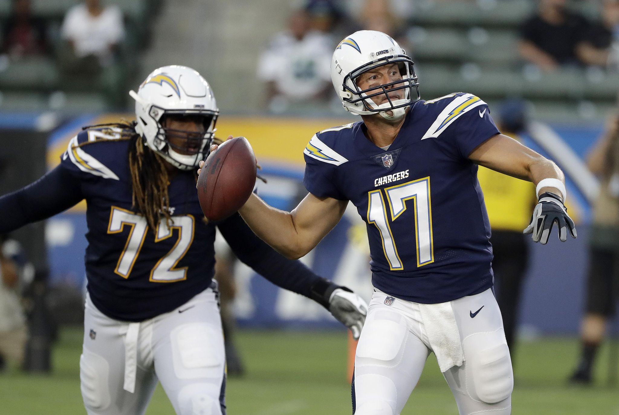 Seahawks_chargers_football_33688_s2048x1372
