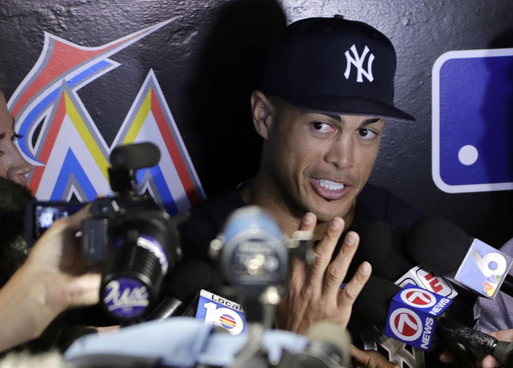Yankees_in_miami_baseball_88696_s2048x1471