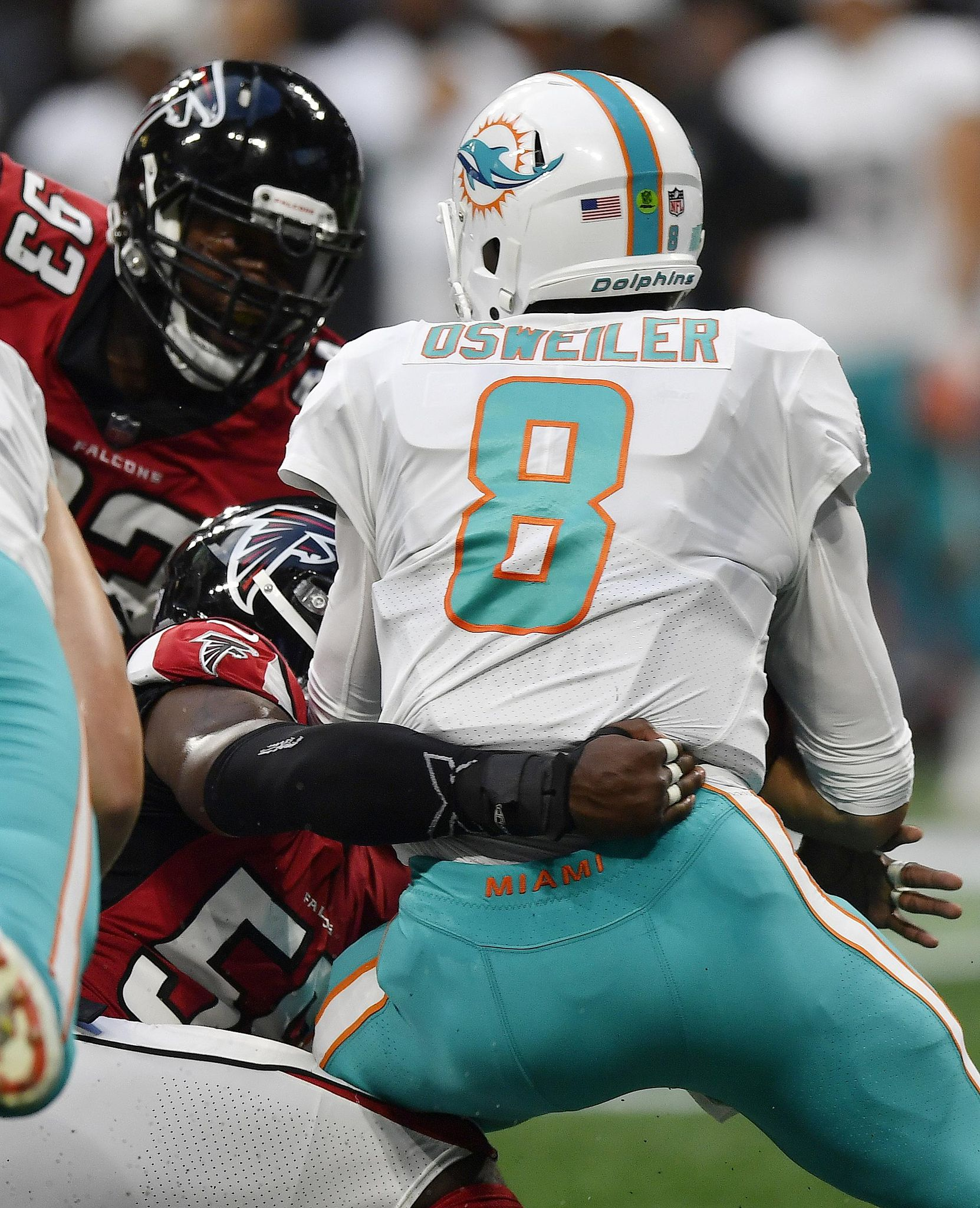 Dolphins_falcons_football_02882_s1662x2048