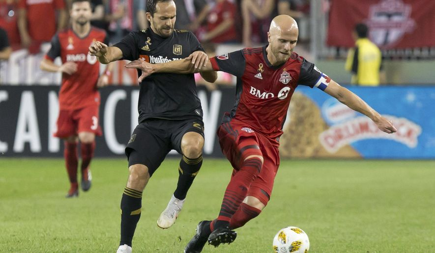 Toronto FC's Michael Bradley, right, battles for the ball with Los Angeles FC's Marco Urena during the first half of an MLS soccer game, Saturday, Sept. 1, 2018 in Toronto. (Chris Young/The Canadian Press via AP)
