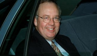 """Ken Starr, the former independent counsel whose investigation led to President Bill Clinton's impeachment, writes in his upcoming book that if Monica Lewinsky had cooperated with his probe from the beginning, """"the country would not have been dragged through an eight-month ordeal.""""  (AP Photo/Khue Bui, File)"""