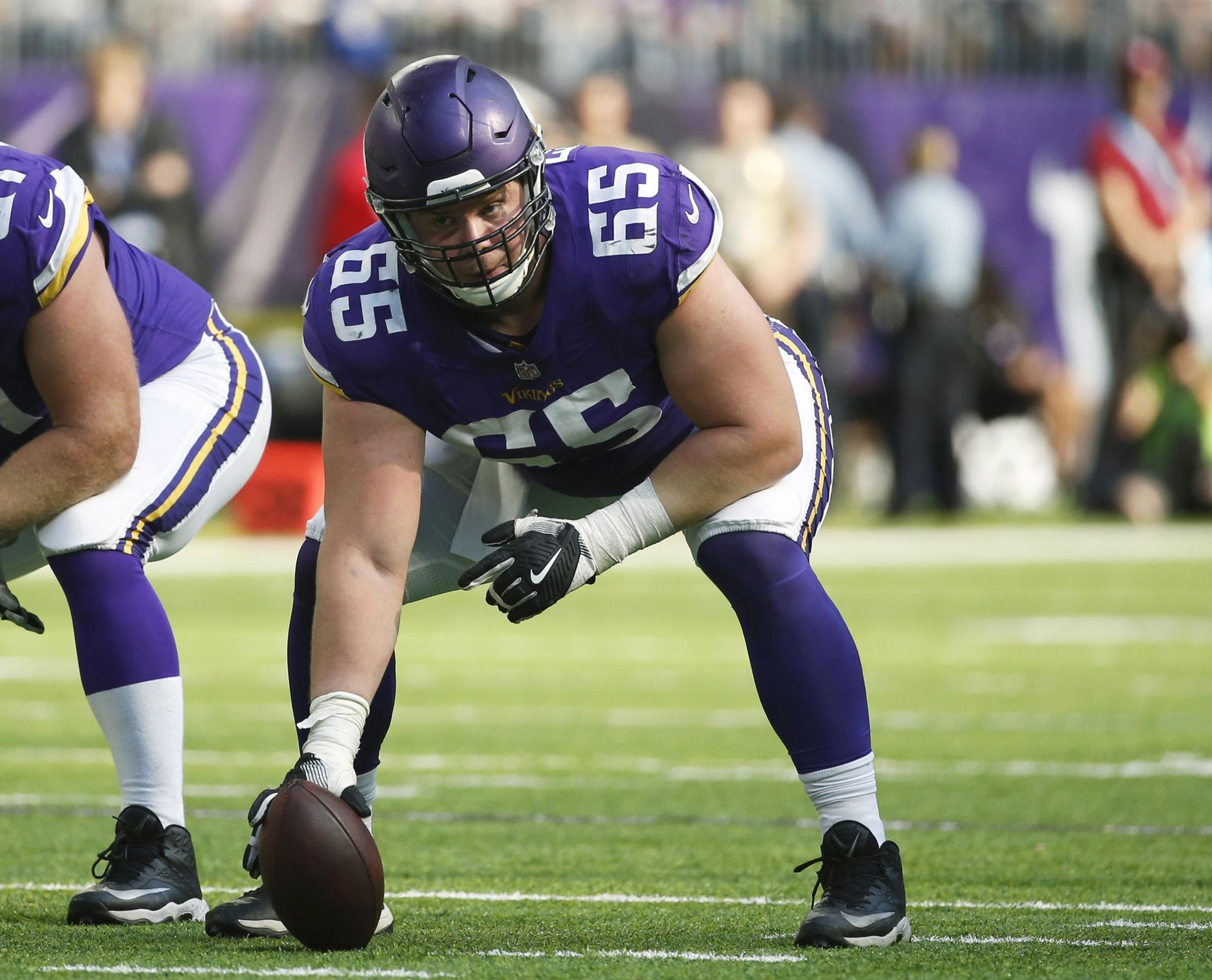 Vikings_center_of_attention_football_94581_s2048x1657