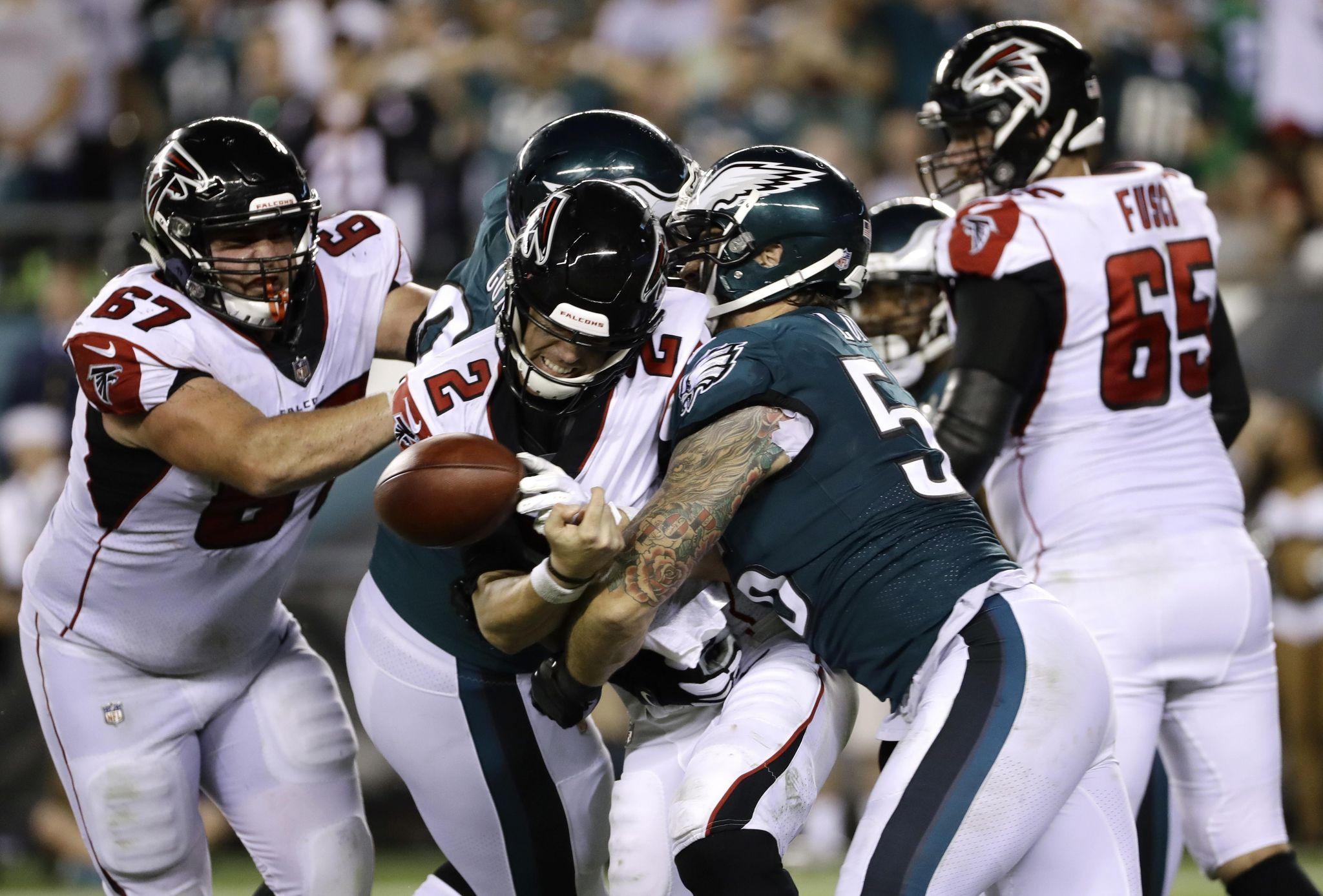 Falcons_eagles_football_27915_s2048x1388
