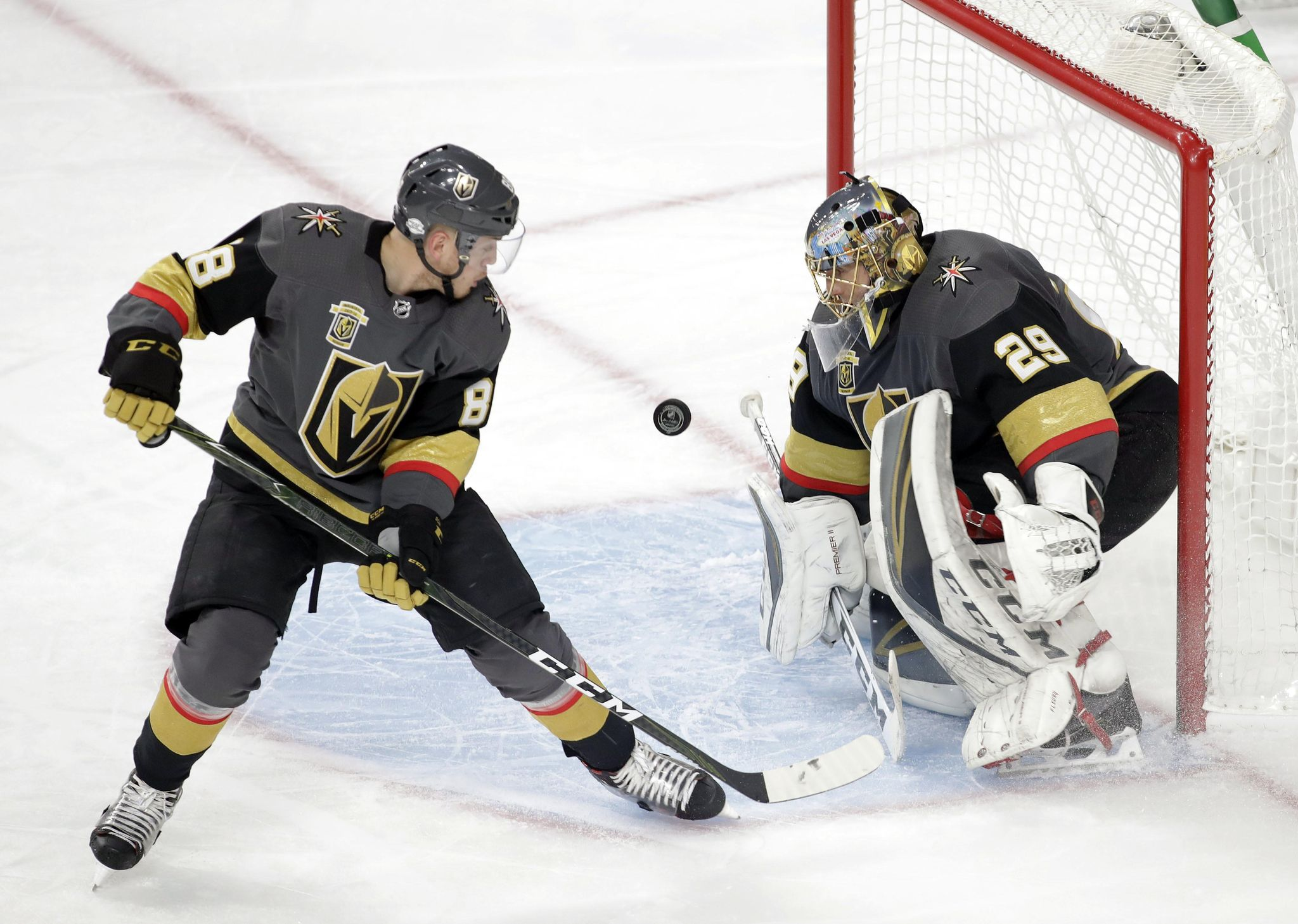 Golden_knights_schmidt_hockey_08670_s2048x1458