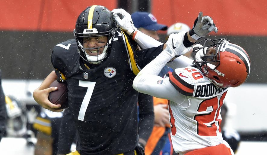 Pittsburgh Steelers quarterback Ben Roethlisberger (7) runs for a first down under pressure from Cleveland Browns cornerback Briean Boddy-Calhoun (20) during the first half of an NFL football game, Sunday, Sept. 9, 2018, in Cleveland. (AP Photo/David Richard)