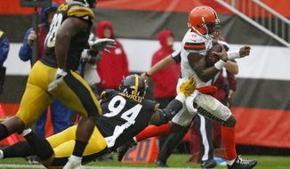 Cleveland Browns quarterback Tyrod Taylor, right, rushes for a 20-yard touchdown during the second half of an NFL football game against the Pittsburgh Steelers, Sunday, Sept. 9, 2018, in Cleveland. (AP Photo/Ron Schwane)