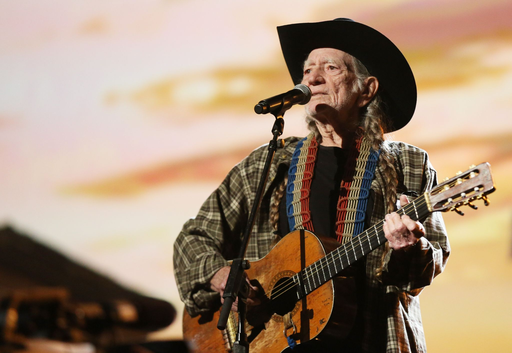 Willie Nelson support for Beto O'Rourke sparks conservative backlash