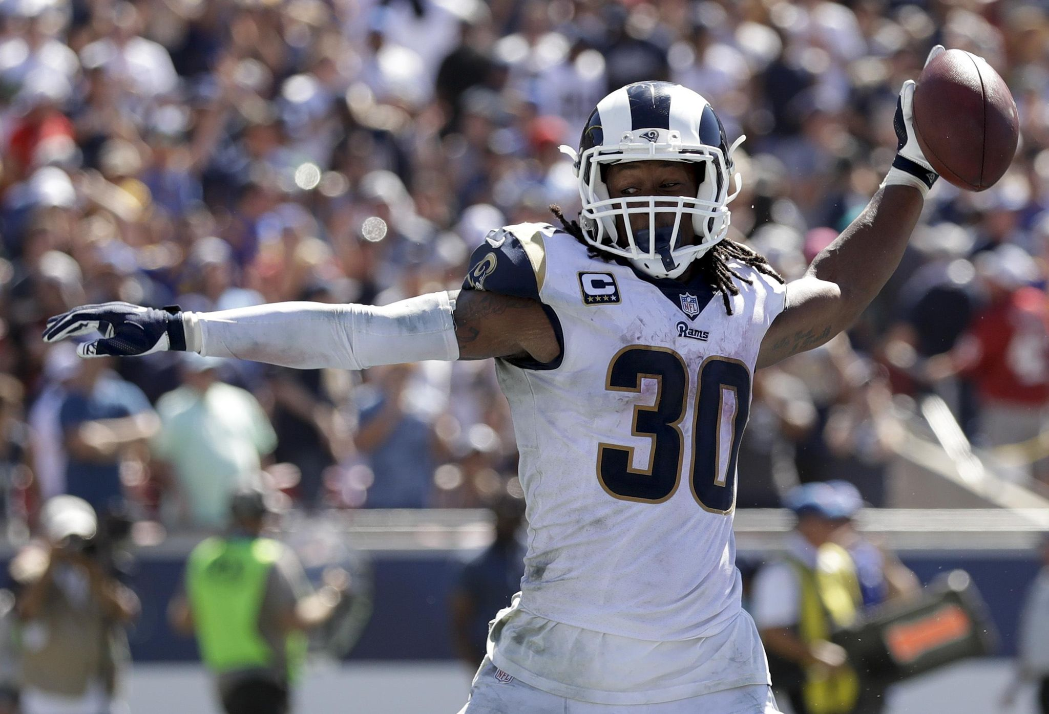 Rams lose K Greg Zuerlein for a few weeks, re-sign...